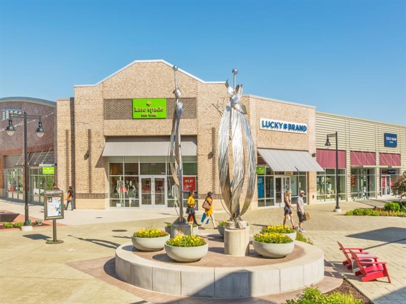 Tanger Outlets Grand Rapids Center Image #3