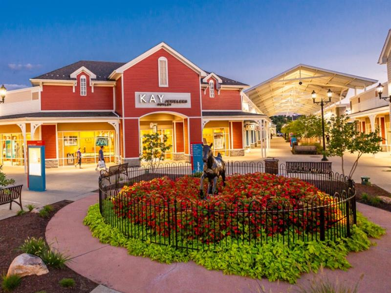 Tanger Outlets Pittsburgh Center Image #0