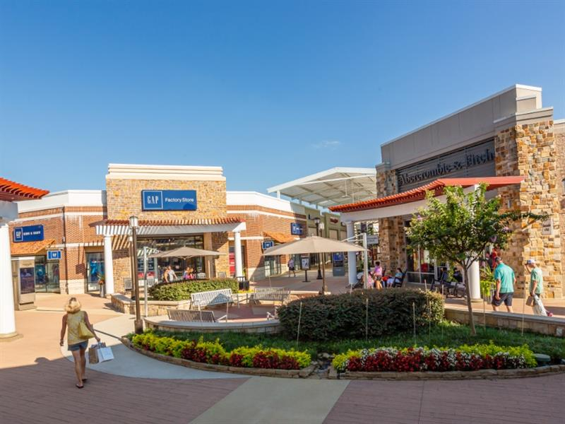 Tanger Outlets Southaven Center Image #1