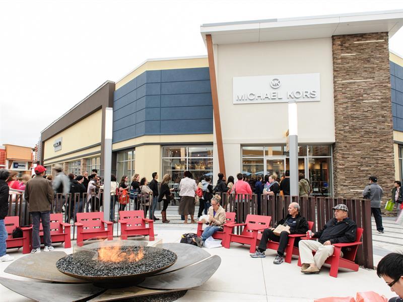 Tanger Outlets Ottawa Center Image #5